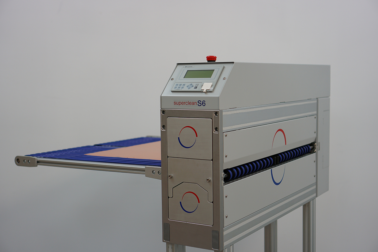 The S series machine can be supplied with driven 'short' internal product support conveyors at either side of the machine image